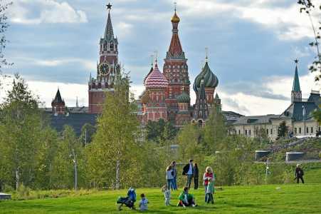 Начинается Земля, как известно, от Кремля фото